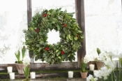 "24"" Holly & Greens Wreath"